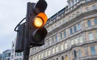 Проезд на желтый сигнал светофора: можно ли ехать