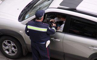 Разрешено ли пить алкоголь в припаркованной машине — лишают ли за это прав