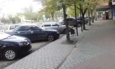 Поцарапали машину во дворе: что делать, куда обращаться