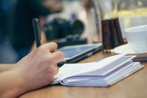 Может ли собственник выписать прописанных без их согласия