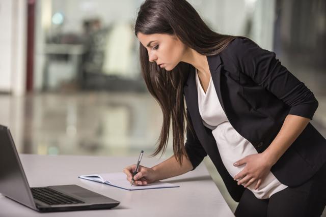 Входит ли декретный отпуск в трудовой и специальный стаж