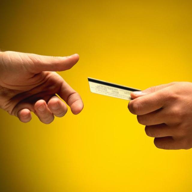 Возможные последствия снятия денег с карт родственников