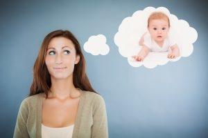 Можно ли усыновить ребенка незамужней женщине в РФ в 2020 году