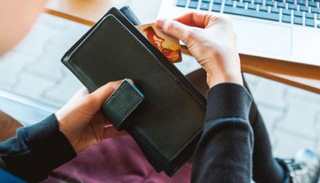 Могут ли приставы списать средства с карты или счета без уведомления