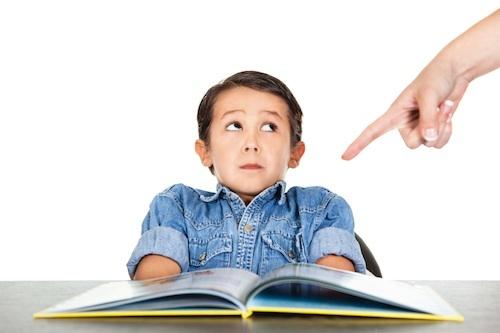 Имеет ли учитель право повышать голос на ученика