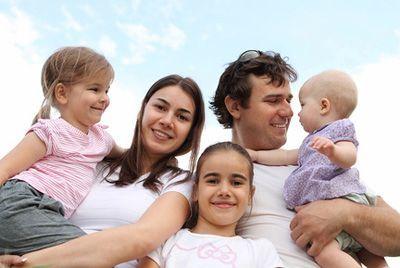 Какие безвозмездные денежные выплаты положены молодым семьям