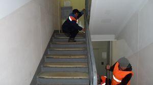 Как часто проводится уборка лестниц и площадок в МКД и кто за это ответственен