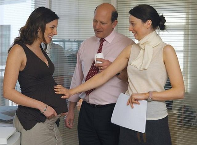 Когда говорить о беременности на работе - правила и рекомендации
