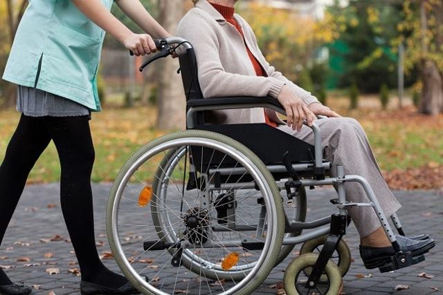 Уход за инвалидом 1 группы входит в стаж, оформление, документы