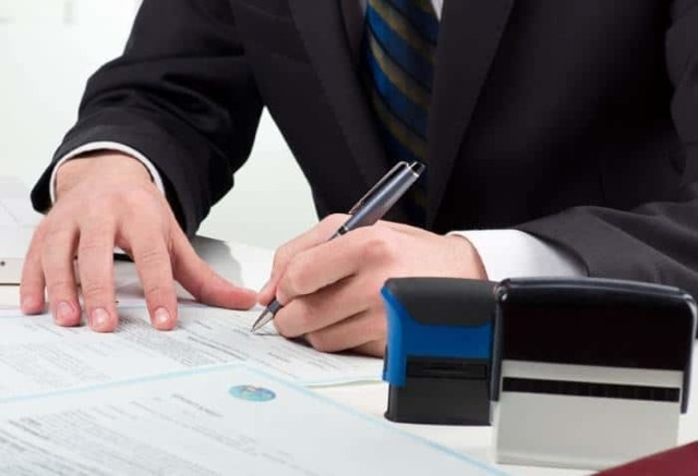Удостоверение завещания у нотариуса и уполномоченными органами