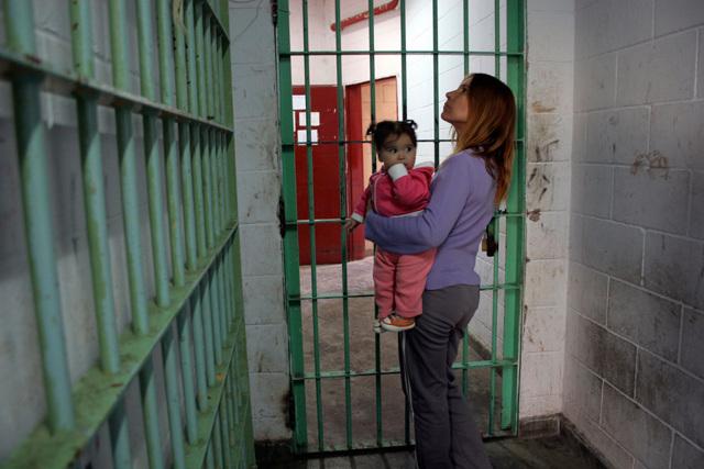 Насилие в женской тюрьме - условия содержания женщин