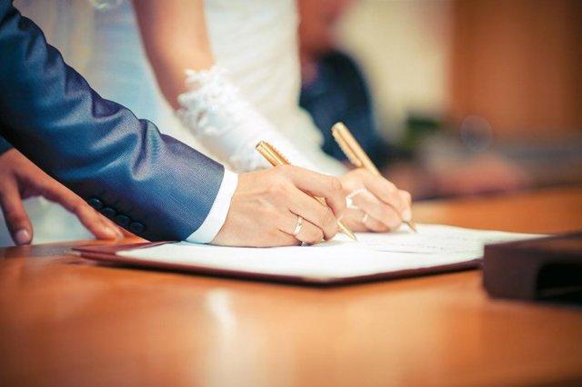 Как подавать заявление в ЗАГС: нюансы, документы