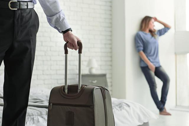 Как выгнать мужа из дома, если он не уходит