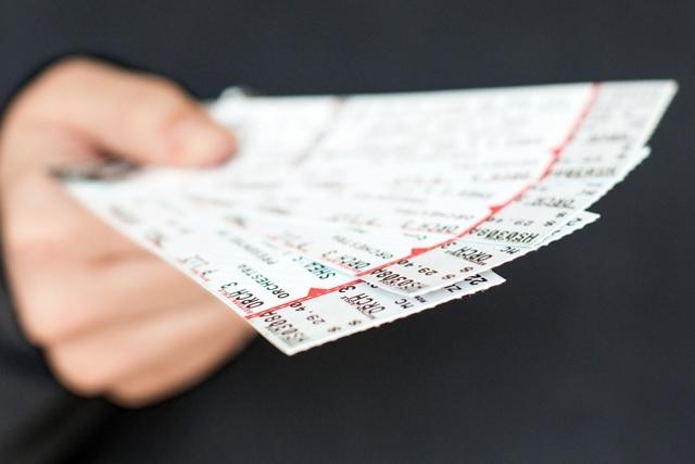 Можно ли сдать билеты в театр: условия и порядок возврата