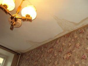 Как поступить, если соседи сверху затопили квартиру и не хотя платить
