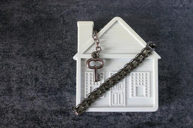 Как не лишится квартиры после её покупки: законные способы отобрать жилье