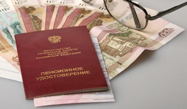 Средний показатель размера пенсионных выплат по России