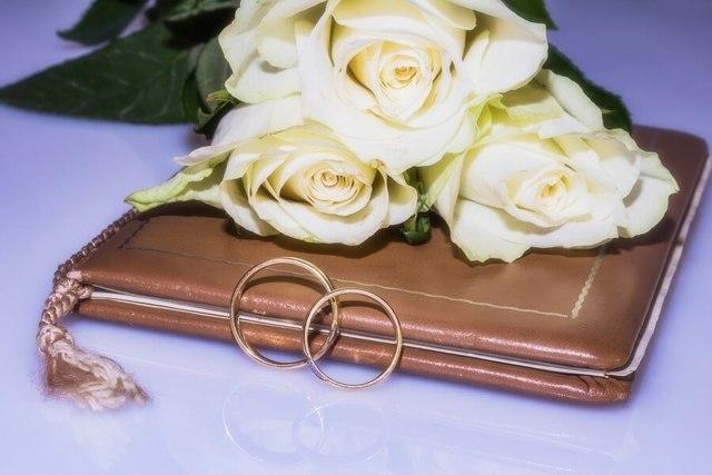 Со скольки лет можно жениться и выходить замуж в России