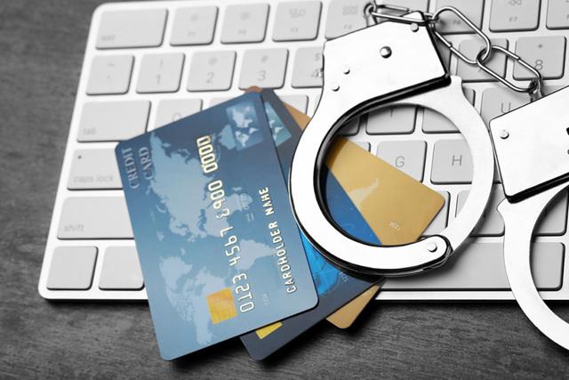 Могут ли приставы списать деньги с зарплатной карты без уведомления