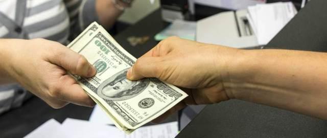 Что выгоднее при досрочном погашении кредита: сократить срок или платеж