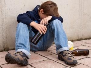 Наказания за распитие спиртных напитков лицами младше 18 лет