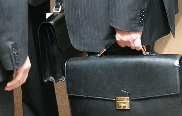 Пенсии федеральным государственным служащим: нюансы, пенсионный возраст, индексация