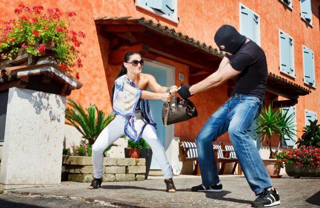 Какие подручные средства можно использовать для самообороны дома и на улице