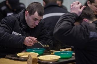 Чем кормят в тюрьме - еда на зоне в России
