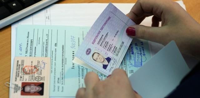 В какие сроки нужно менять водительские права