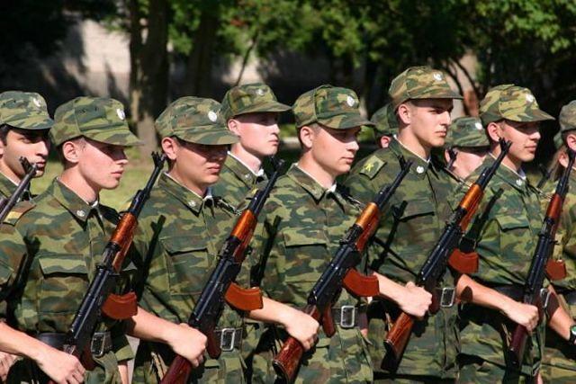 Включают ли службу в рядах армии в общий трудовой стаж: особенности расчетов