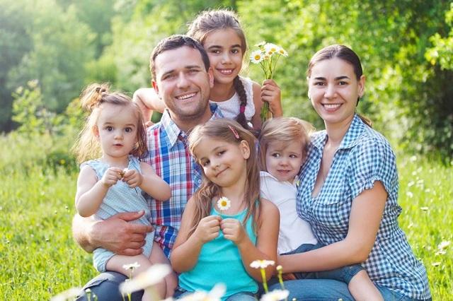 На какую помощь от государства могут рассчитывать многодетные семьи