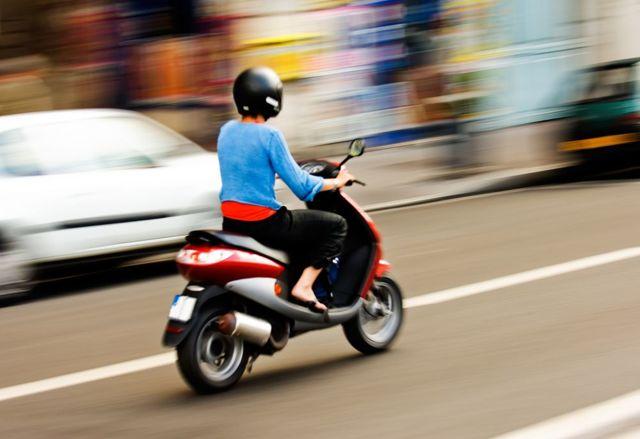 Нужны ли права на скутер и мопед: законодательная база