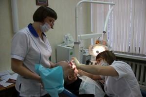 На каких условиях выполняется бесплатное протезирование зубов для пенсионеров